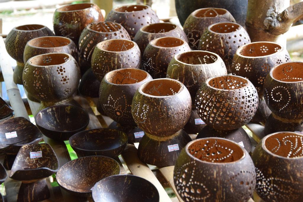 Lampen aus Kokosnüssen
